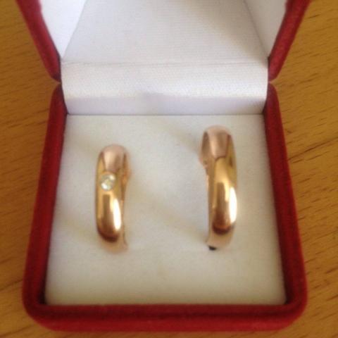 3d595451ca3 Kuld 585. Naise sõrmus särava briljandiga, suurus 16, kaal 3,7. Poehind  322.-, müügihind 161.- Mehe sõrmus kivita, suurus 19,5, kaal 2,7 g, poehind  161.