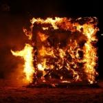 """Eesti meistrivõistlused tuleskulptuurides 2012 - esikoht """"Kihermed"""", loodud Leegilausujate Kaspari ja Jana poolt"""