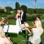 Meie esimene pulmatseremoonia keelpillikvartetiga aastal 2007 botaanikaaia rosaariumis