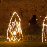 3 metallraamil tuleskulptuuri